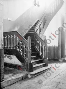 Treppe Bilkerstraße 5 | Stairway Bilkerstreet 5 (foticon-kleesattel-sw-002.jpg)