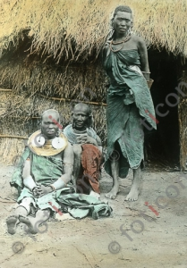 Massai-Frauen | Maasai women (foticon-simon-192-062.jpg)
